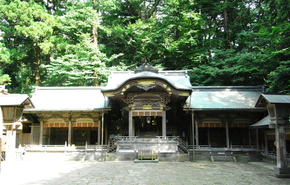 Suwa Taisha Honmiya (photo by Kotodamaya)