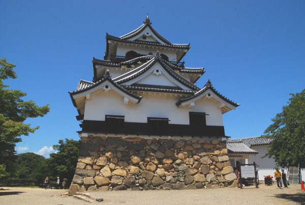 Hikone castle (photo by Kotodamaya)