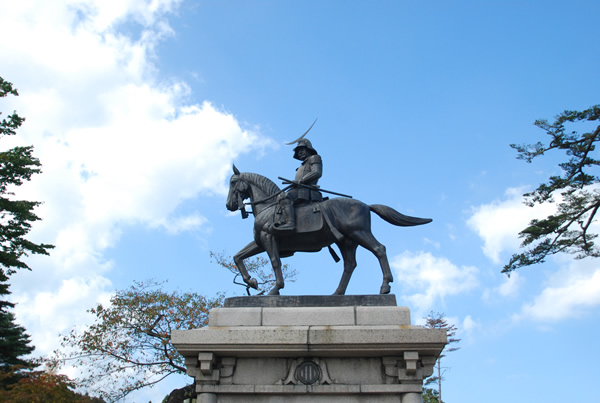 The statue of Date Masamune (photo by Kotodamaya)